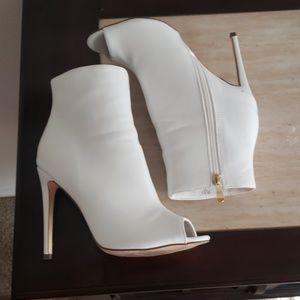 👢 White High Heel Boots